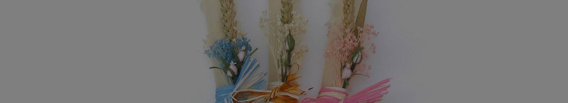 Velas de bautizo decoradas con flores y cintas - Cereria Pinsart
